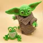[CRAFTS] THIS AMIGURUMI BABY YODA IS SO CUTE YOU'LL SPIT OUT YOUR FROG